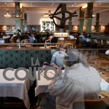 Après trois mois de sommeil, La Coupole, célèbre brasserie parisienne, reprend vie